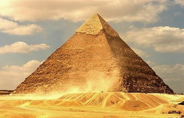 Почему пирамида хеопса стала меньше