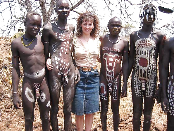африканские племена что ходят голыми